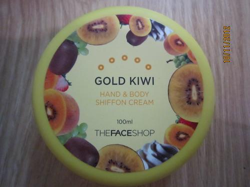 Kem dưỡng thể và tay chiết xuất từ kiwi. Giá bán 125.000 VNĐ