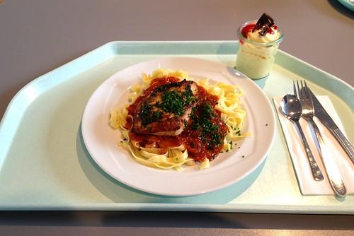 Hühnerbrust mit Basilikumpesto & Tagliatelle al tomato
