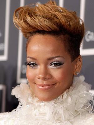 Rihanna eye makeup ...that 's so inspired ....