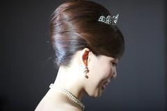 bride(0.0), veil(0.0), bridal veil(0.0), clothing(0.0), face(1.0), hairstyle(1.0), chignon(1.0), head(1.0), jewellery(1.0), hair(1.0), ear(1.0), long hair(1.0), brown hair(1.0), headpiece(1.0), organ(1.0),