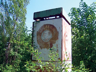A memorial to Vladimir Lenin remains in Pripyat's city park.