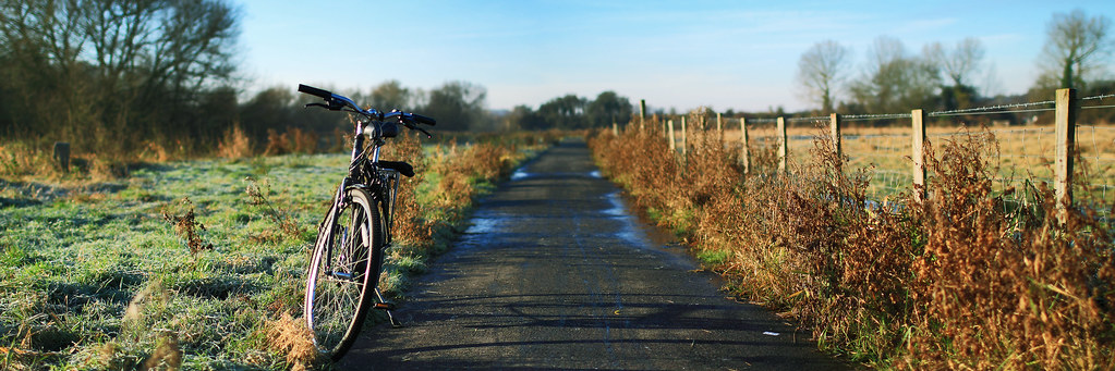 20121203_F0001: Frosty cycling road in the morning