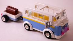 Friends #3185: Summer Riding Camp (Van, Side/Front)