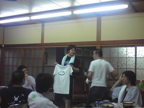 PFSチャリティーオークション Python温泉Tシャツ2500円