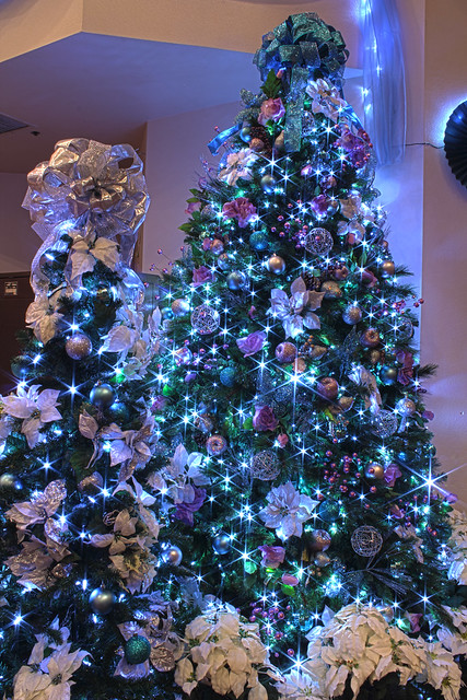 Photo - Blue themed christmas tree ...