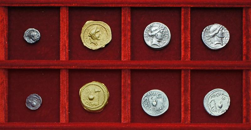 RRC 466 C.CAESAR A.HIRTIVS Julius Caesar Hirtius aureus, RRC 465 C.CONSIDIVS Considia sestertius, RRC 467 DICT ITER Julius Caesar, Ahala collection Republic