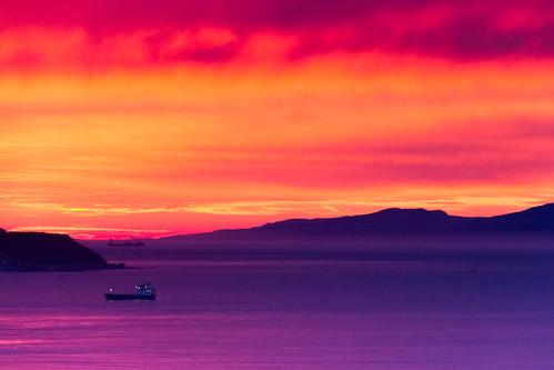 sunset sea sky españa sun mountains water clouds canon landscape puerto atardecer harbor mar spain agua barco ship purple paisaje cielo nubes orangesky montañas púrpura ceuta morado cielonaranja 60d carloslarios soldslr