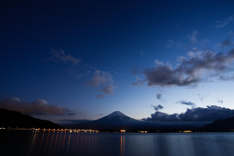 Kawaguchiko et Fujisan by night