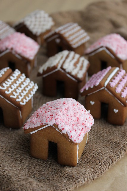 Lydia Bakes Mini Gingerbread Houses For Your Mug