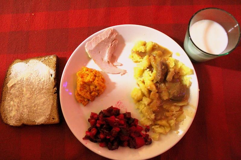 jouluateriaa hyi en syöny porkkanalaatikkoo hyihyi