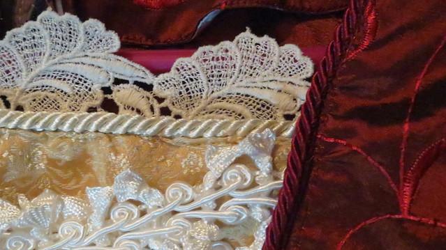 detail neckline