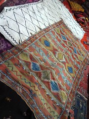 Tapetes berberes em exposição para vender