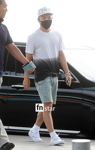 BIGBANG Incheon Airport to Shanghai Press 2015-06-19 067