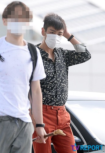 BIGBANG Incheon Airport to Shanghai Press 2015-06-19 047