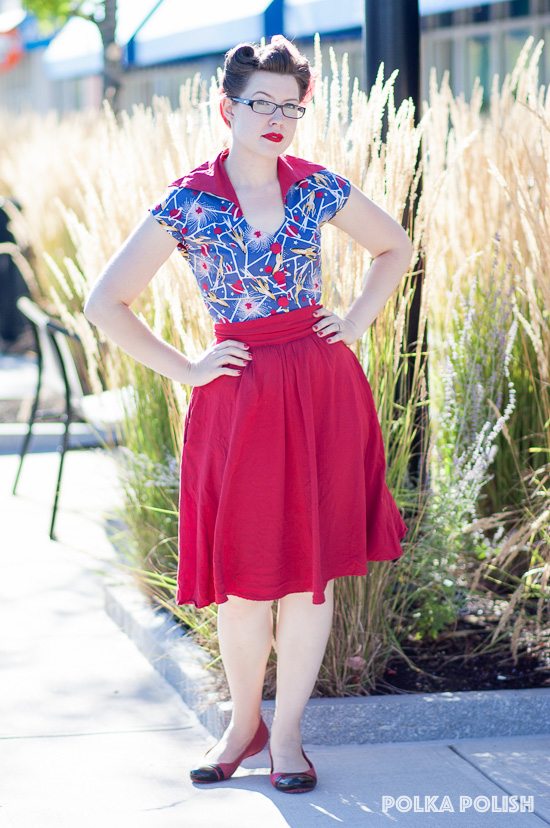 A summery retro look with Trashy Diva's Sci-Fi-Rockets print and a solid red skirt