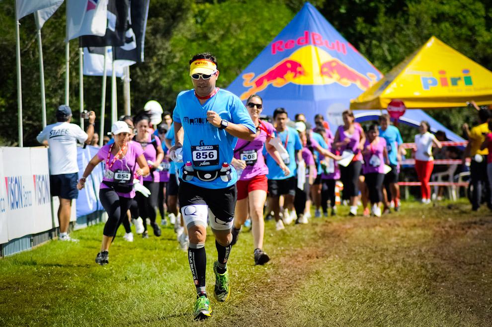 """Un competidor de la categoría """"trek"""" arranca primero en la largada correspondiente al grupo que compite a pié, en dicho momento los corredores de la categoría """"mountain bike"""" ya habían partido. (Elton Núñez)"""
