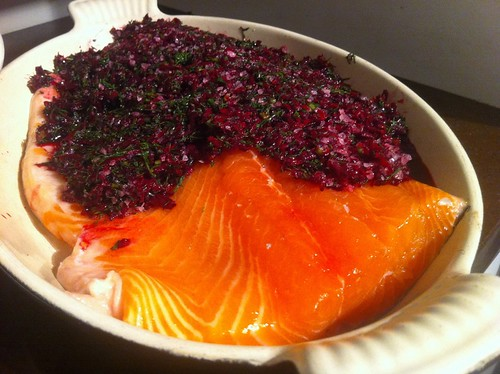 Beetroot gravlax preparation