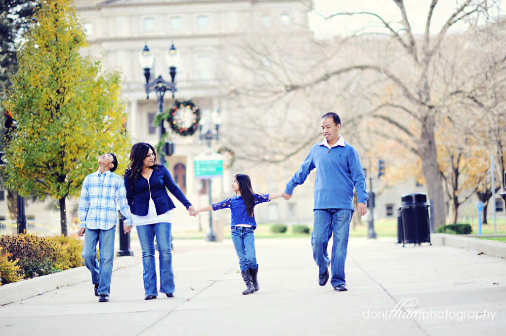 fun family photoshoot in downtown capitol lansing for christmas cards