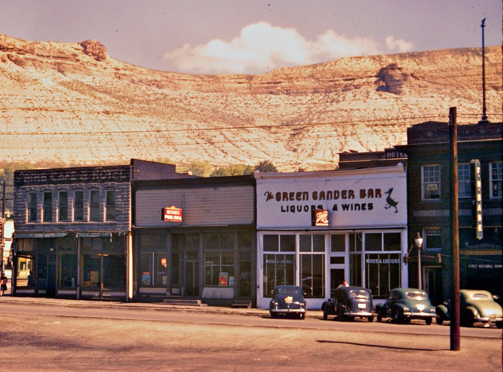 Green Gander Bar - Green River Wyoming - 1946 Color Slide Detail - modified
