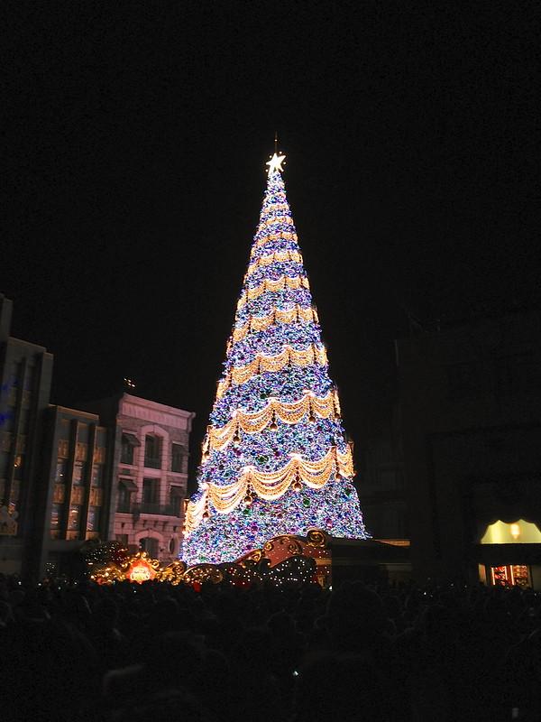 USJ「ユニバーサル・ワンダー・クリスマス」世界一の光のツリー