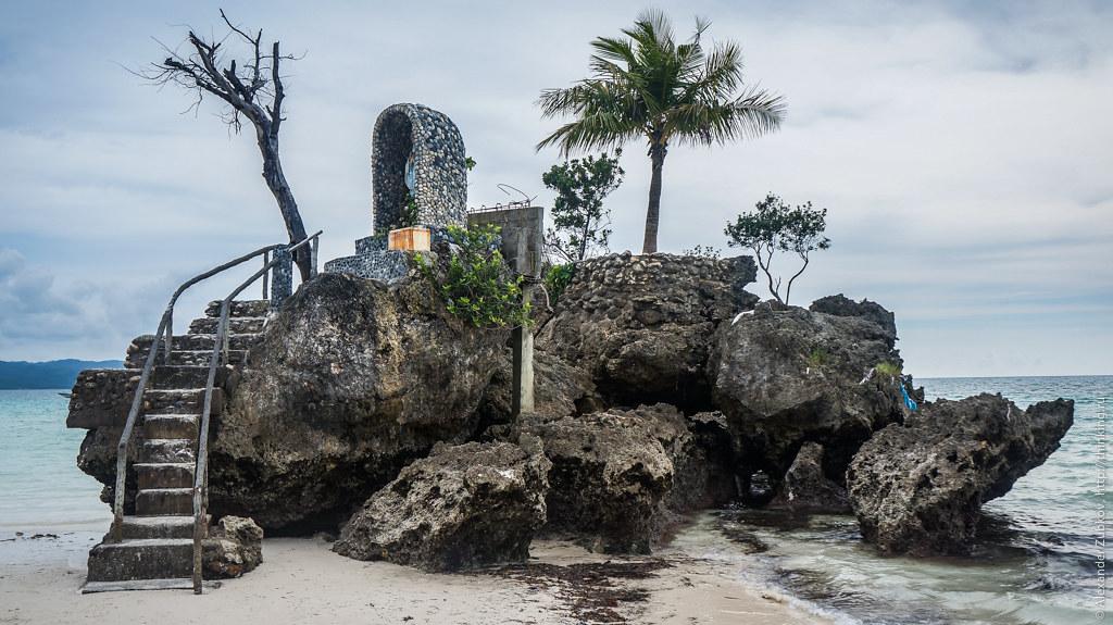 Остров Девы Марии на Боракае
