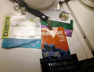 con badges