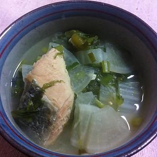 鮭入りお雑煮。新潟風らしい。や、何の所縁もないですが美味しい鮭があったので #dinner