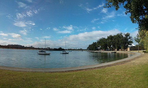 panorama in Albert Park Lake