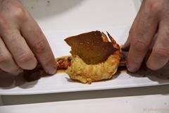 Nacho Garbayo montando uno de los platos