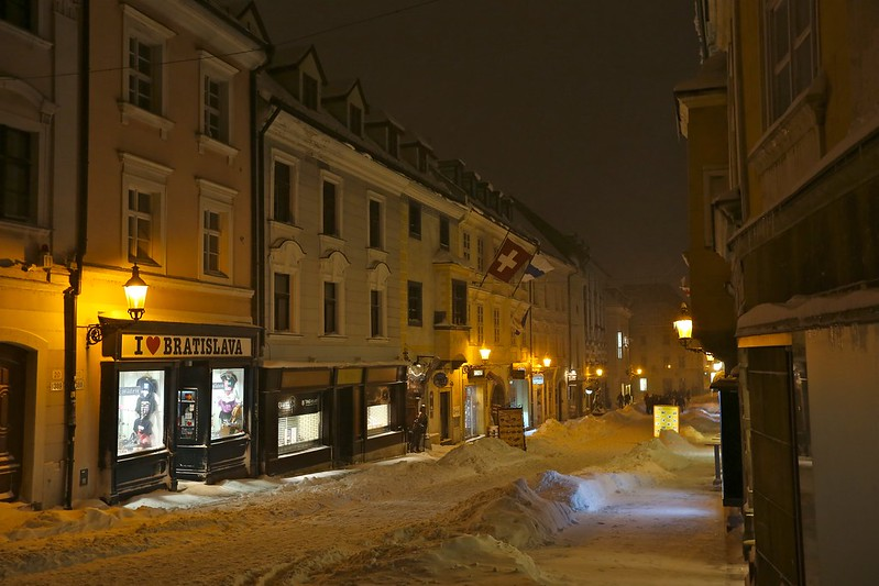 Центр Братиславы как дорогая бутафория в 3D E66A0978