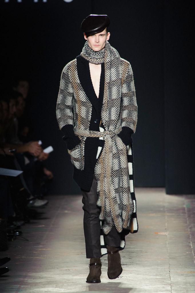 FW13 Milan Daks008_Lowell Tautchin(fashionising.com)