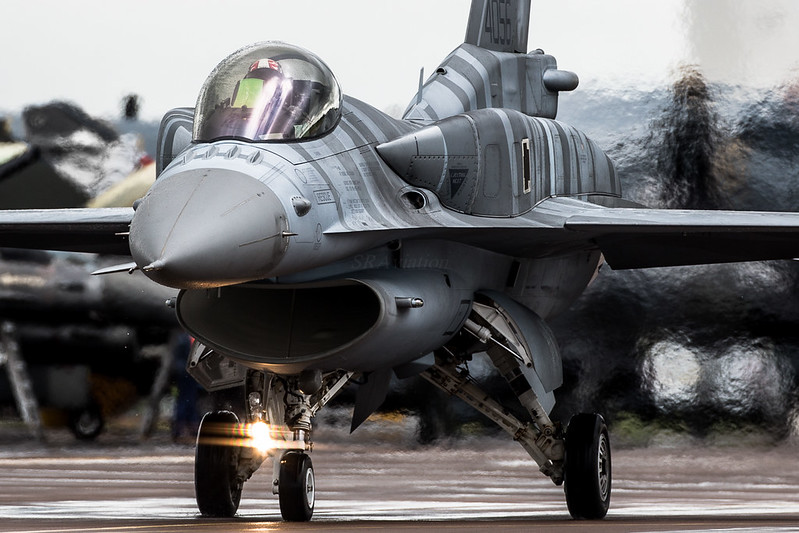 "F-16 ""Fighting Falcon"""