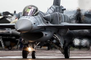 """F-16 """"Fighting Falcon"""""""