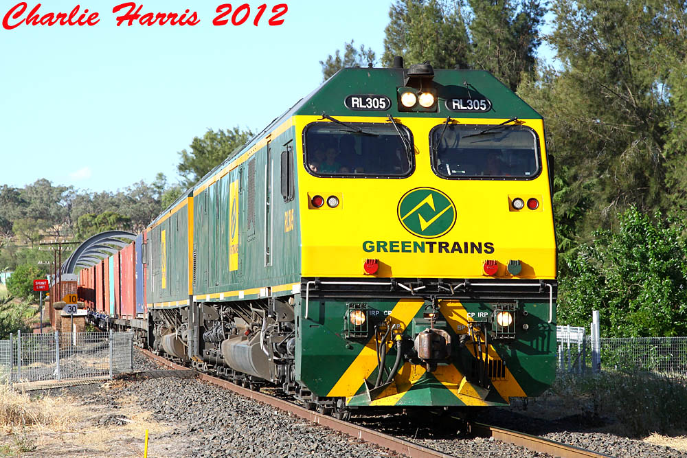 GT RL305 RL301 on 8112 Wellington sm on Tuesday 11-12-2012 by Charlie Harris