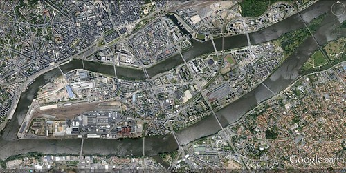 Ile de Nantes (via Google Earth)