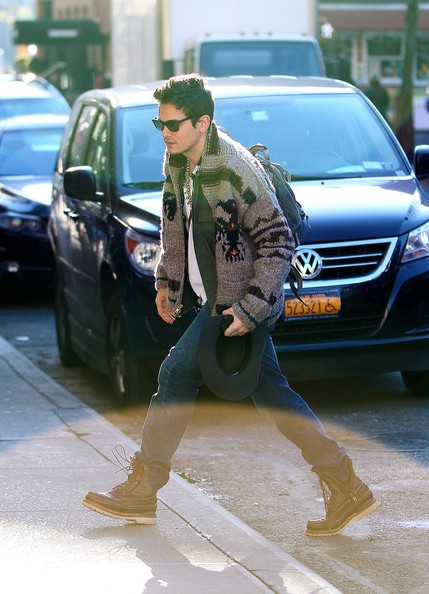 John+Mayer+wears+warm+sweater+arrives+apartment+hLlXdG8WJtpl