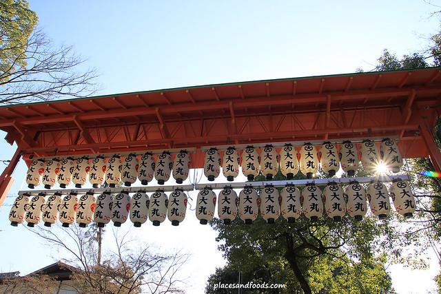 yasaka shrine sun shine