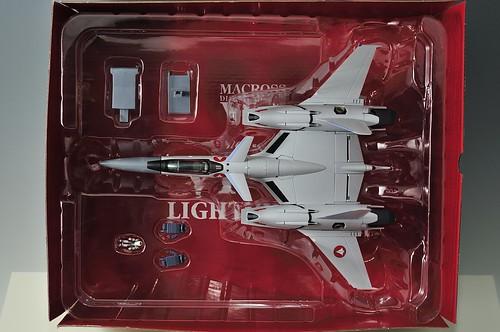 やまと 完全変形 1/60 VF-4G Lightning III セット内容