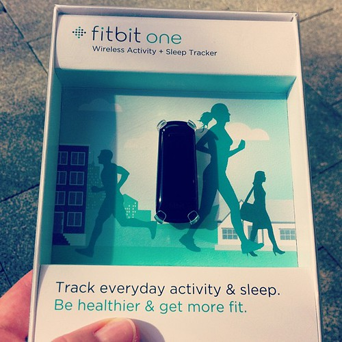 New @fitbit so we don't have to take laptops on our #honeymoon! - 無料写真検索fotoq