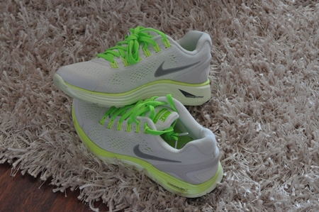 bright running shoes for women