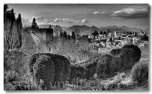 Alhambra com Granada ao fundo b&w by VRfoto
