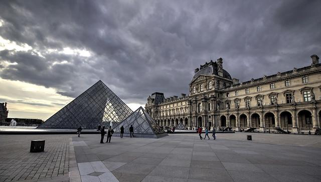 PARIGI. IL LOUVRE.
