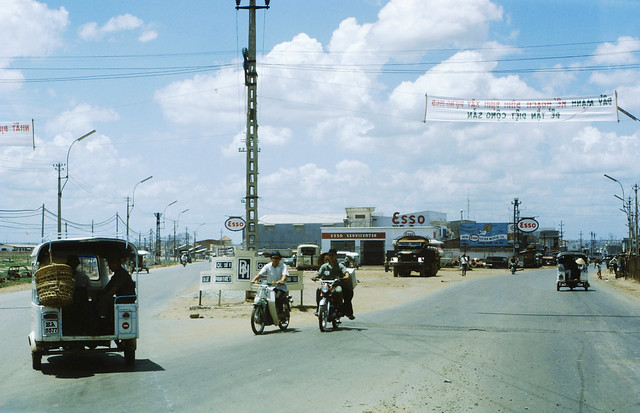 Bien Hoa 1969 - Photo by Bob Hermann - Esso Gas Station
