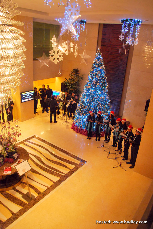 carolers at the lobby