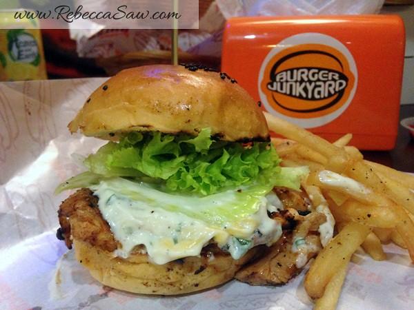 Burger Junkyard 2-012