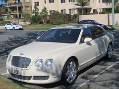 automobile(1.0), automotive exterior(1.0), executive car(1.0), wheel(1.0), vehicle(1.0), automotive design(1.0), bentley continental gtc(1.0), bentley continental flying spur(1.0), sedan(1.0), personal luxury car(1.0), land vehicle(1.0), luxury vehicle(1.0), bentley(1.0),