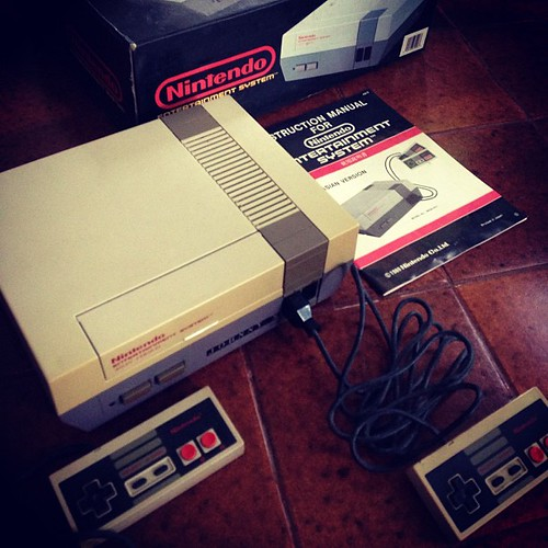 A gift from someone for our retro gadget museum: Nintendo Entertainment System complete package. #neoretrogizmos