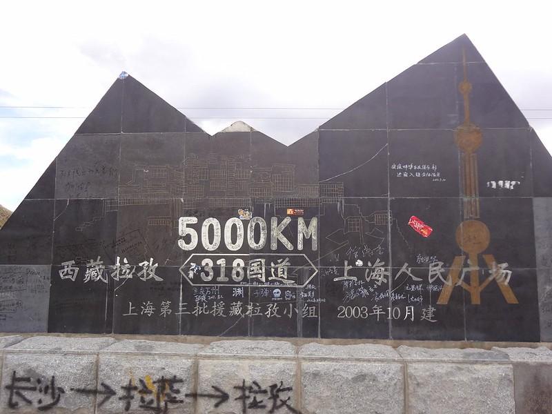 Monumento à Estrada Nacional 318 5000km de Xangai
