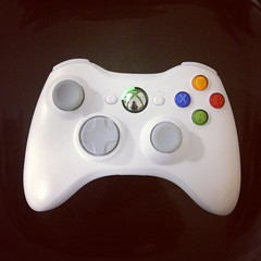 xbox 360(0.0), game controller(1.0), video game console(1.0), gadget(1.0),
