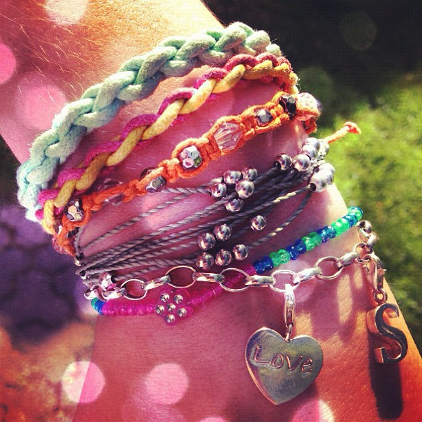#wrist #braclets #colours #puravida #summer #tan #pearla #thomassabo #charms #instagood #contestgram #instadaily #pictureoftheday #finland